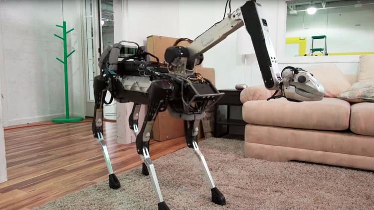 Фото - Видео дня: четвероногий робот Boston Dynamics SpotMini с головой-манипулятором»