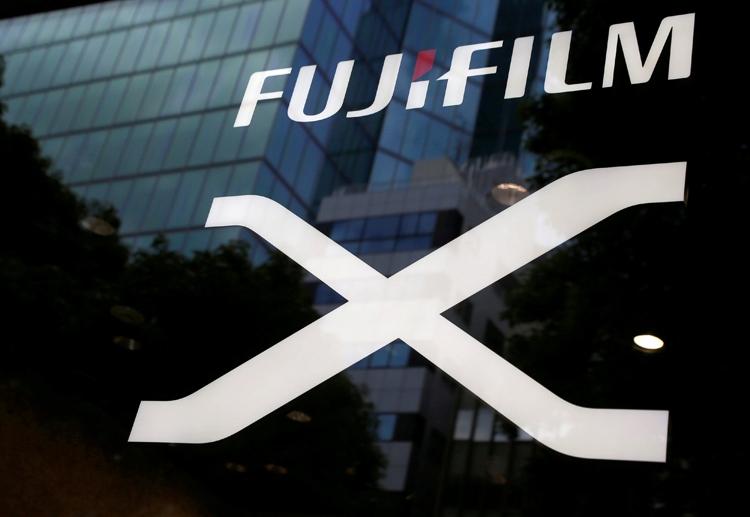 Фото - Раскрыты характеристики беззеркальной фотокамеры Fujifilm X-T100″