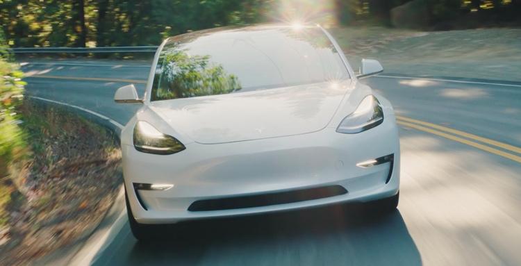 Фото - Выпуск Tesla Model 3 по цене $35 000 разорит компанию»