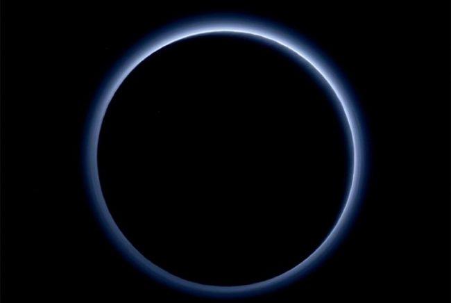 Фото - Загадочный туман Плутона поможет нам в борьбе с глобальным потеплением