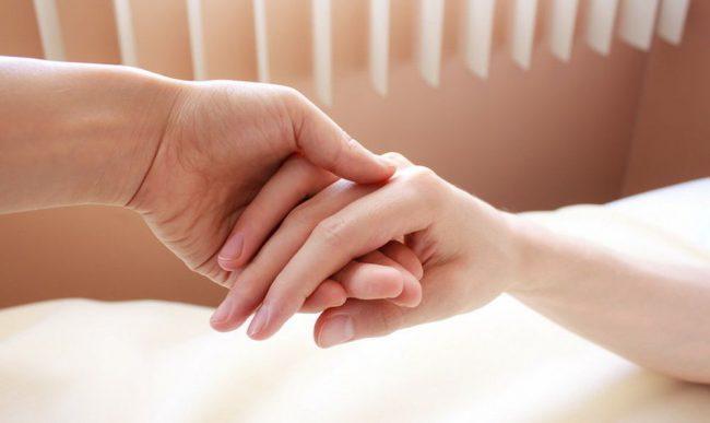 Фото - Прикосновение любимого человека обладает болеутоляющим эффектом