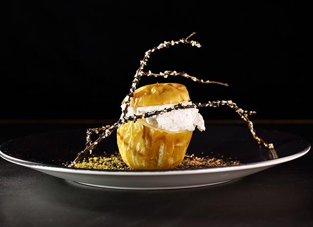 Фото - Праздничный десерт: запеченное яблоко с фисташковой крошкой
