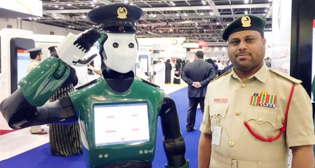 Фото - Первый в мире робот-полицейский приступил к работе