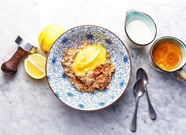 Фото - Рецепт для воскресного завтрака: овсяная каша с лимонным кремом