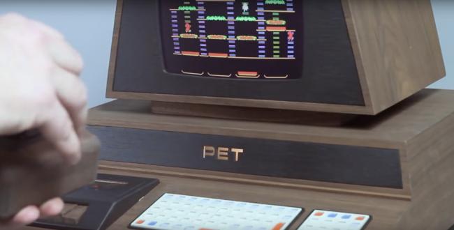 Фото - Дизайнер и фанат видеоигр из Швеции создал кастомный ретрокомпьютер
