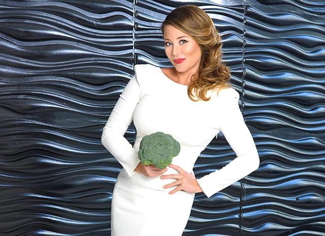 Фото - Мотивирующие рецепты от Алины Рейзельман: cалат с брокколи и лапшой «Восточные ласки»