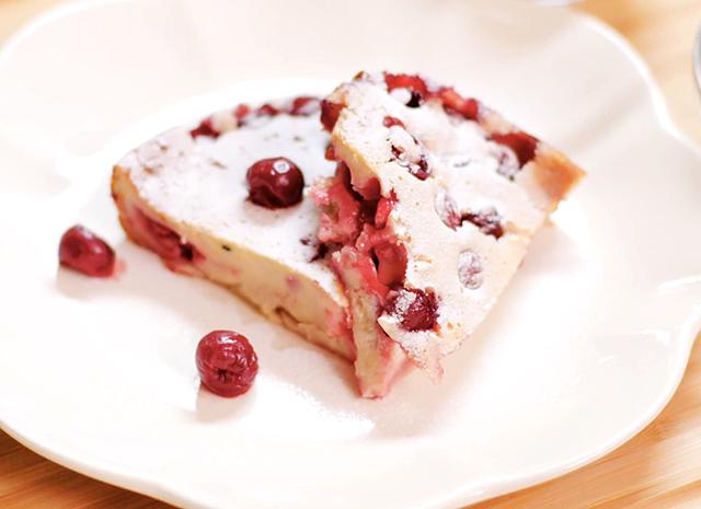 Фото - Рецепт для воскресного завтрака: клафути с вишней
