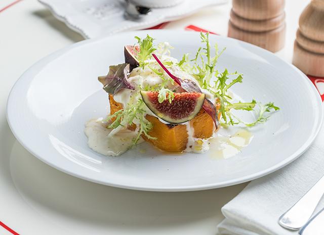 Фото - Карамелизированный стейк из тыквы со страчателлой и свежим инжиром