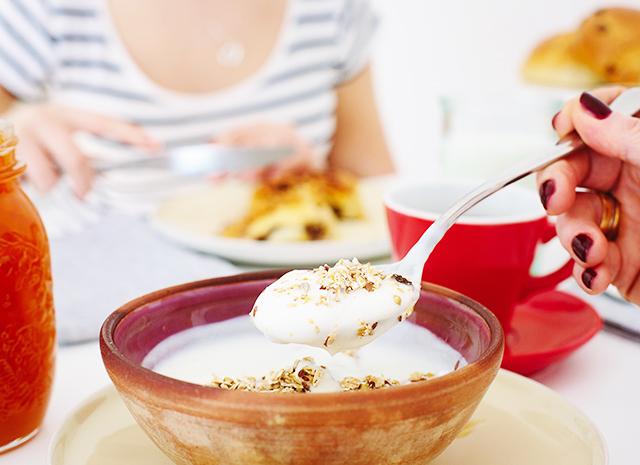 Фото - 3 полезных рецепта для завтрака на основе йогурта