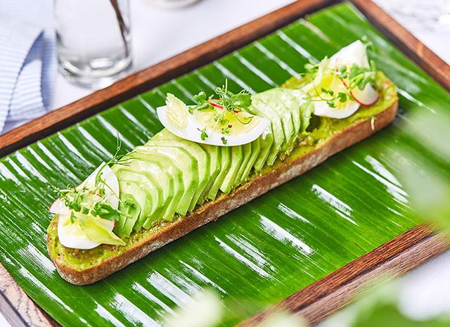 Фото - Рецепт для воскресного завтрака: авокадо-тост с яйцом