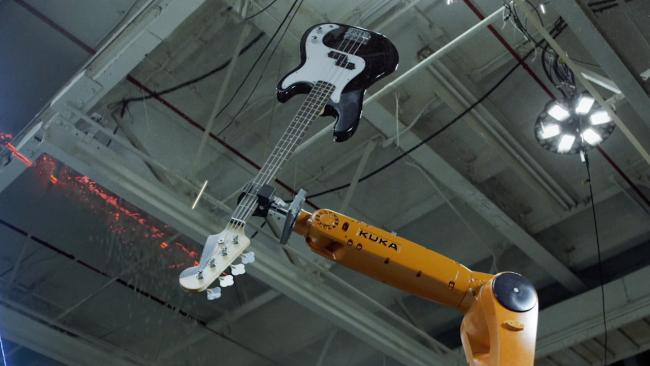 Фото - #видео дня | Музыкальная группа, состоящая из промышленных роботов