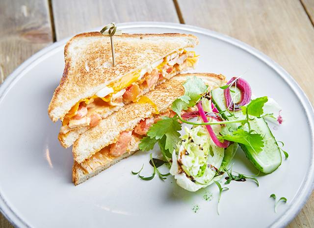 Фото - Рецепт для воскресного завтрака: сэндвич с курицей и карри