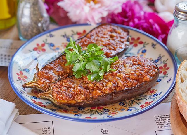 Фото - Рецепт для сытного ужина: запеченные баклажаны с рагу по-болонски
