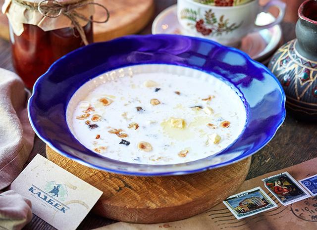 Фото - Рецепт для воскресного завтрака: овсяная каша с грецким орехом и сухофруктами