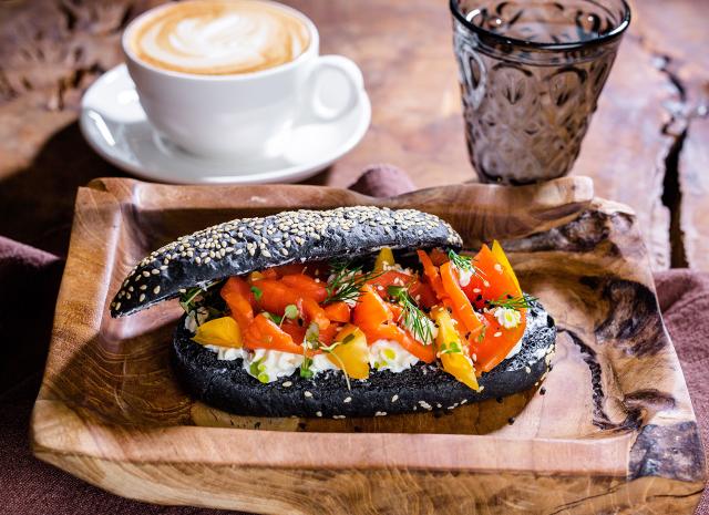 Фото - Рецепт для воскресного завтрака: панини с копченой неркой