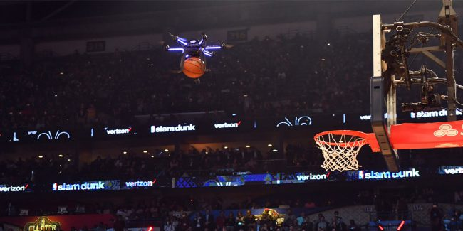 Фото - Дрон компании Intel дал пас баскетболисту