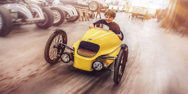 Фото - Начались продажи элитного детского электромобиля от Morgan