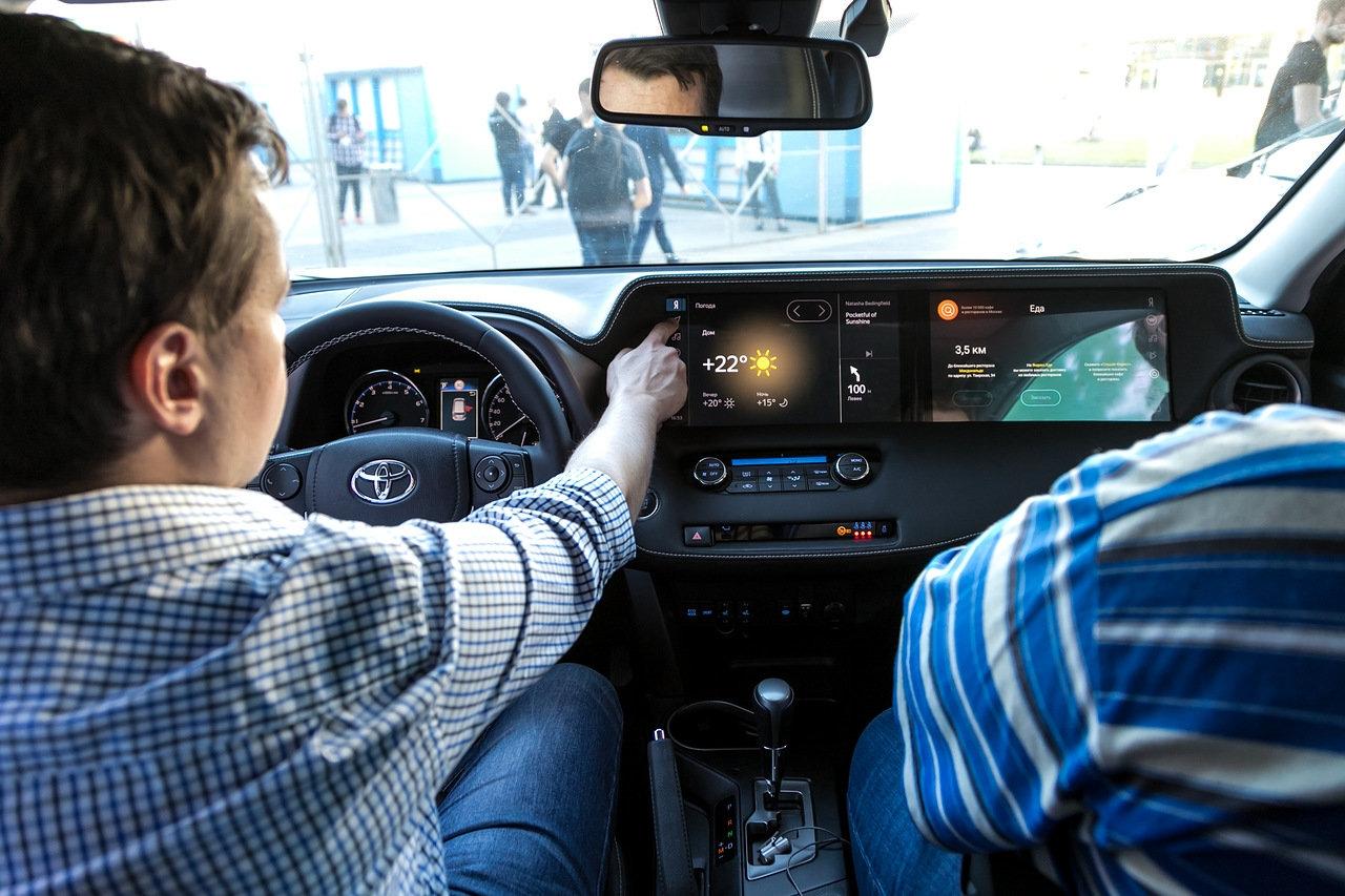 Фото - Яндекс показал демомобиль на базе Toyota RAV4 с платформой Яндекс.Авто»