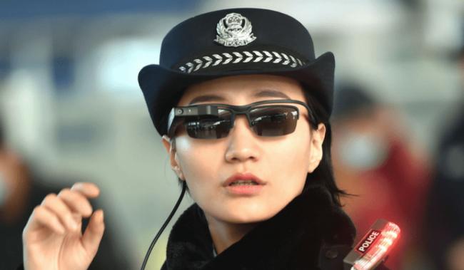 Фото - Китайскую железнодорожную полицию вооружили «умными очками»
