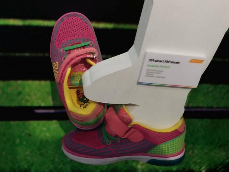 Фото - Создана детская обувь с GPS-трекером»