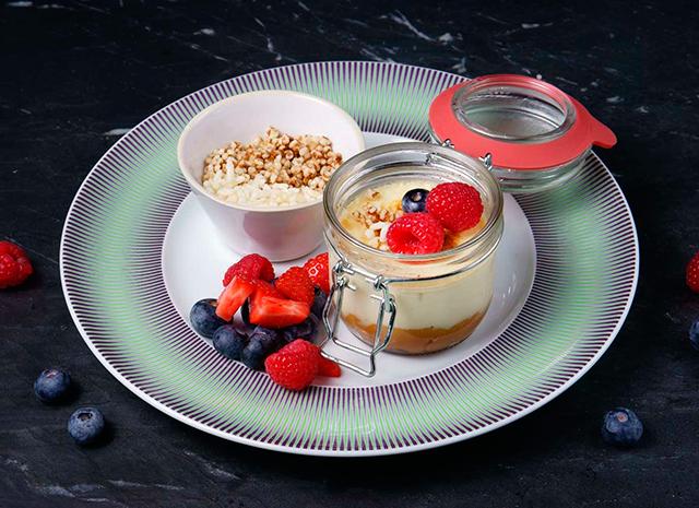 Фото - Рецепт для воскресного завтрака: крем-брюле со свежими ягодами и сгущенкой