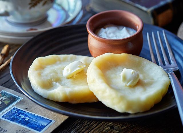 Фото - Рецепт для воскресного завтрака: квери с сулугуни