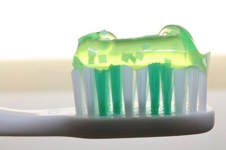 Фото - Бороться с кариесом можно с помощью зубной пасты с пептидами