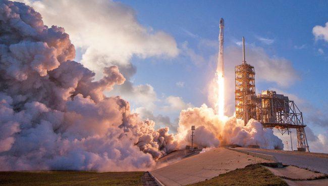 Фото - На выходных SpaceX выведет на орбиту два спутника связи