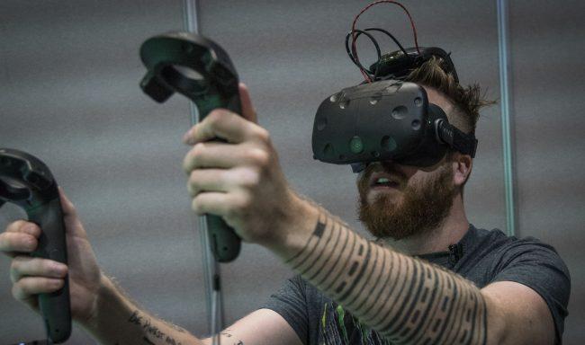 Фото - HTC продемонстрировала беспроводную версию VR-гарнитуры Vive