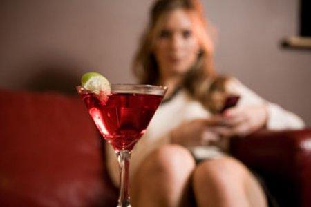 Фото - Почему женщинам стоит отказаться от алкоголя?