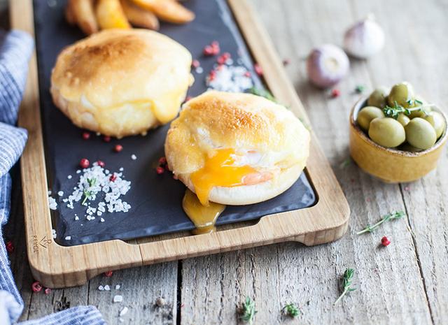 Фото - Рецепт для воскресного завтрака: запеченные яйца-пашот с голландским соусом