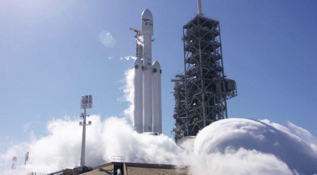 Фото - SpaceX провела успешный статический прожиг двигателей ракеты Falcon Heavy