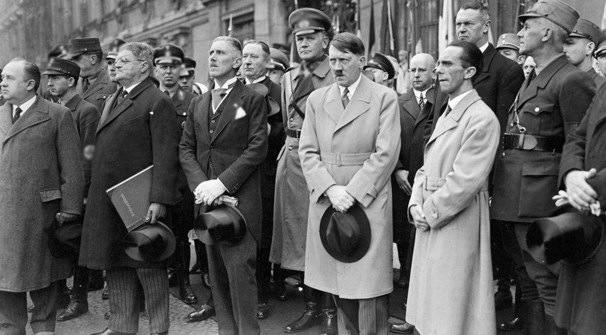 Фото - Конец теориям заговора: Гитлер точно умер в 1945