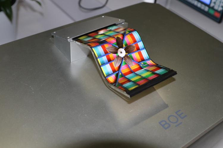 Фото - Huawei и BOE могут выпустить складной смартфон с огромным дисплеем»