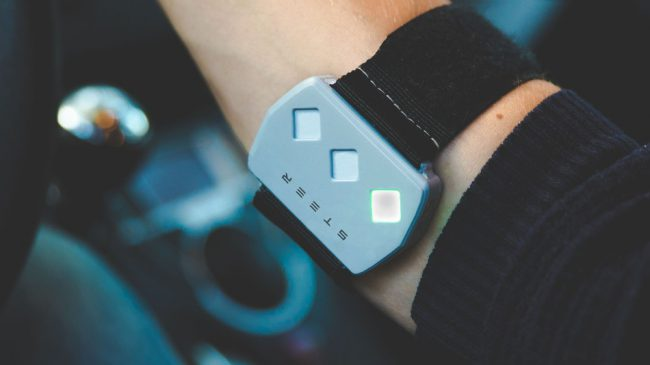 Фото - STEER – браслет, предотвращающий засыпание водителей за рулём