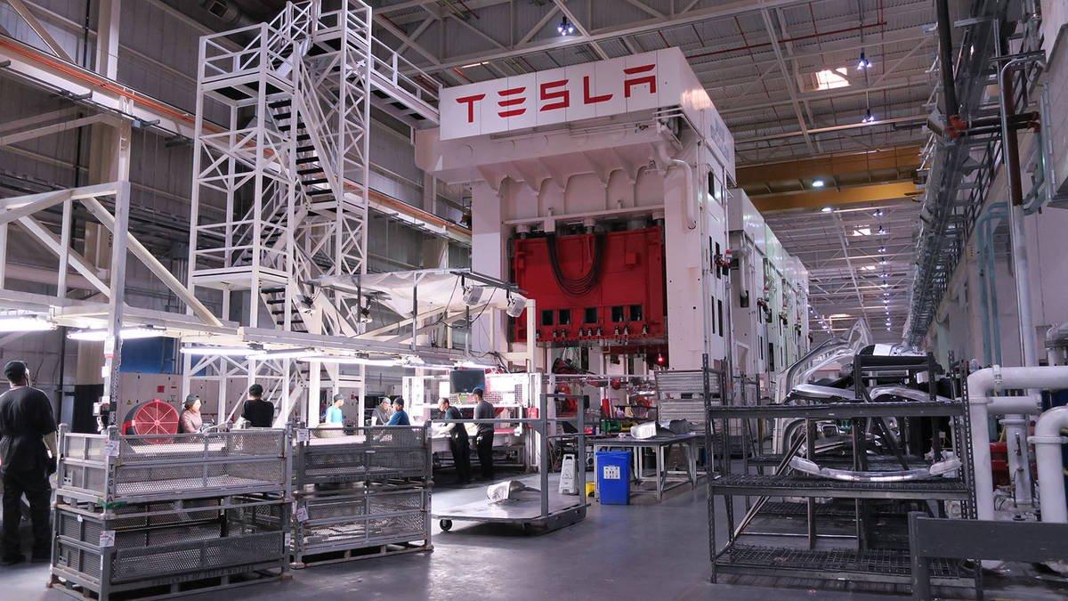 Фото - Илон Маск: излишняя автоматизация Tesla была ошибкой