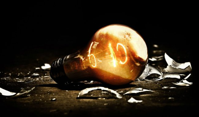 Фото - #видео   В новом рекламном видео компания Apple взрывает тысячи лампочек