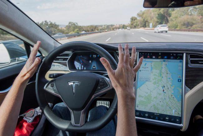 Фото - Новые подробности недавней аварии Tesla Model S: автопилот работал, водитель смотрел на смартфон