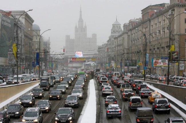 Фото - Подсчитано, сколько времени водители тратят на пробки в разных городах