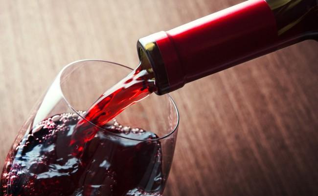 Фото - Учёные приравняли бокал красного вина к часу занятий в спортзале