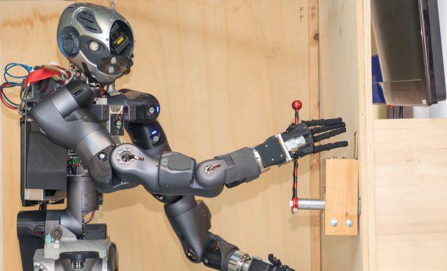 Фото - WALK-MAN: первый в мире робот-пожарный
