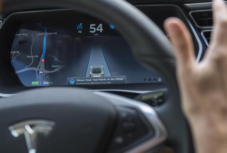 Фото - За секунды до аварии Tesla Model X увеличил скорость»