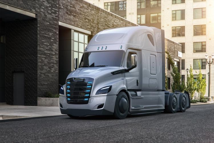 Фото - Daimler представила два электрических грузовика — Freightliner eCascadia и eM2″