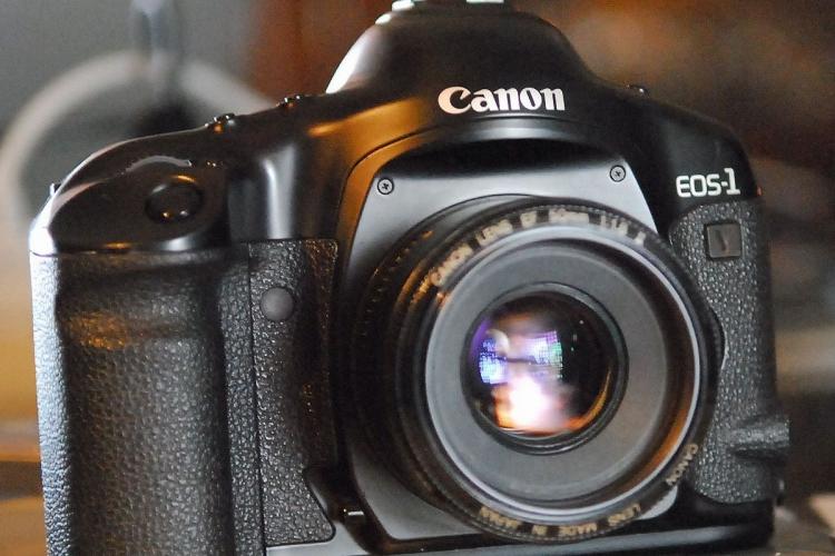 Фото - Конец эпохи: Canon прекратила продажи плёночной камеры EOS-1v»