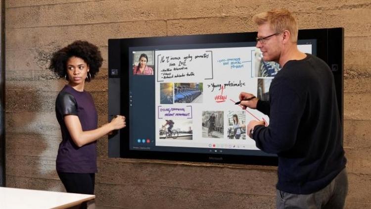 Фото - Долгожданный гигантский планшет Microsoft Surface Hub поступил в продажу»