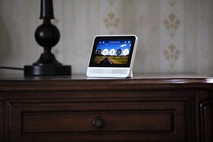 Фото - Смарт-хабLynky стал первой «умной» колонкой с сенсорным дисплеем и поддержкой Google Assistant»