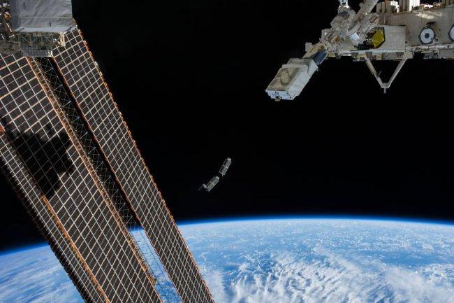 Фото - «Первая космическая нация» вывела свой спутник на околоземную орбиту