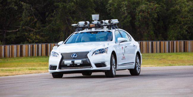 Фото - Toyota представила автомобиль-робот, в салоне которого сразу 2 водительских места