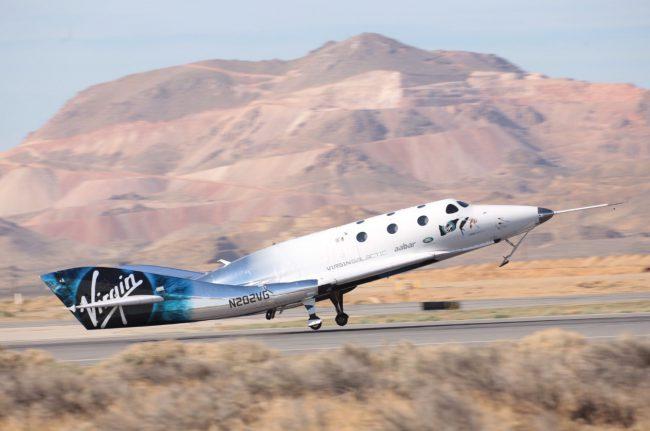 Фото - Новый космоплан Virgin Galactic провел первый пилотируемый полет на ракетной тяге